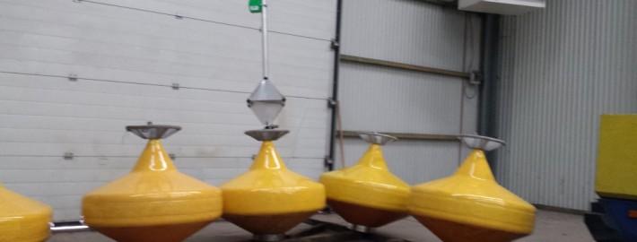 markeringstonnen-markerings-tonnen-markeringsboeien-markerings-boeien-vaarwegmarkeringen/Boeien met radar reflector en lamp